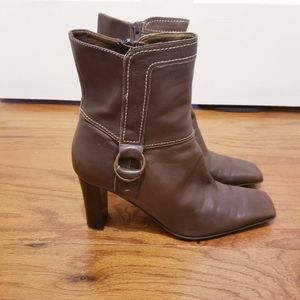 Nine West brown leather booties EUC size 8